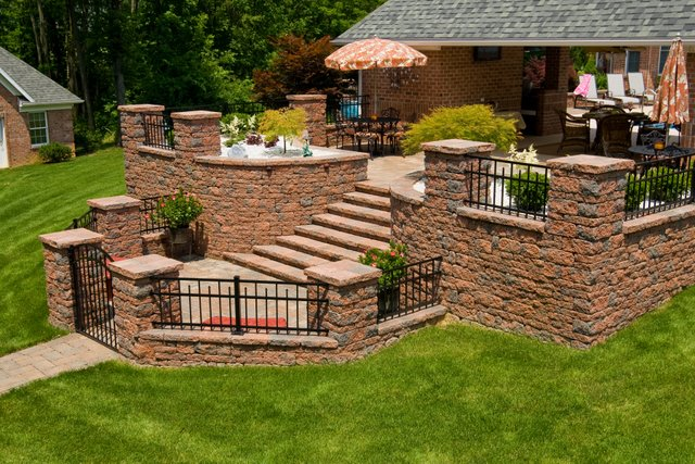 This block wall is made with Nicolock's Colonial wallstones with their Golden Brown color blend.